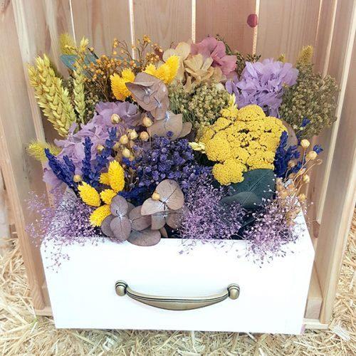 cajon romantic con flores