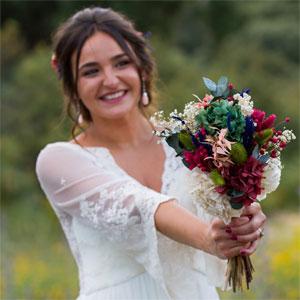 foto de novia con realce de ramo