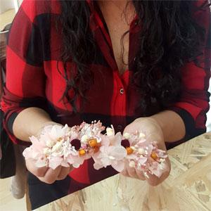 taller de diademas con flores