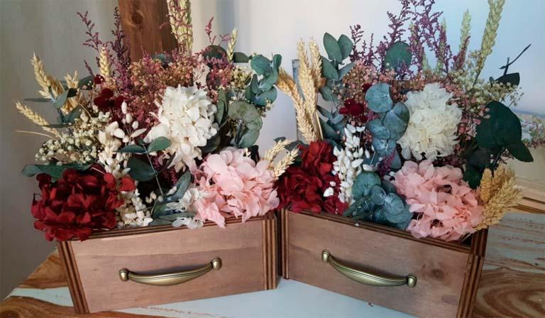 regalo familia baúl con flores
