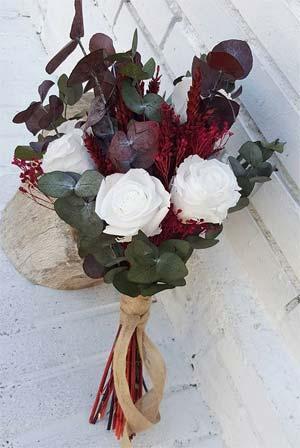 ramo de novia colores vivos granate