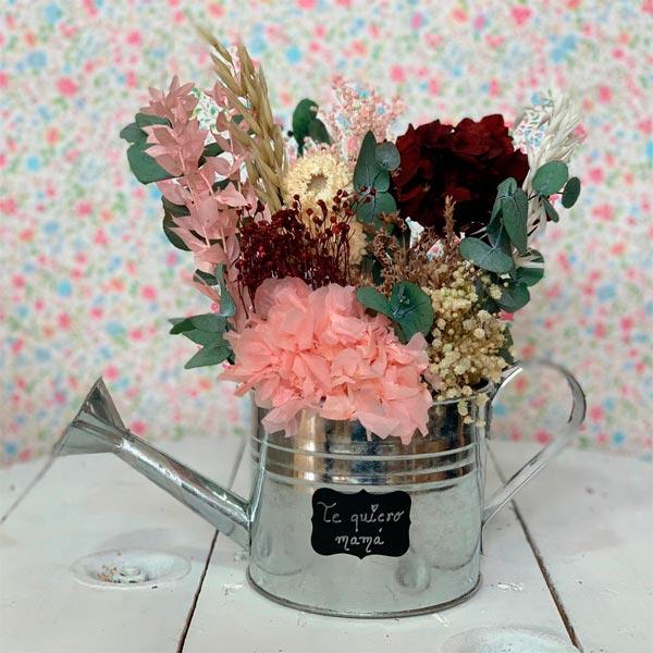 regadera mum con flores preservadas