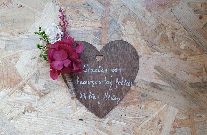 corazones de madera personalizados