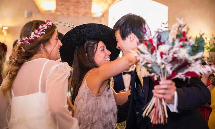 felicitación novios durante la boda