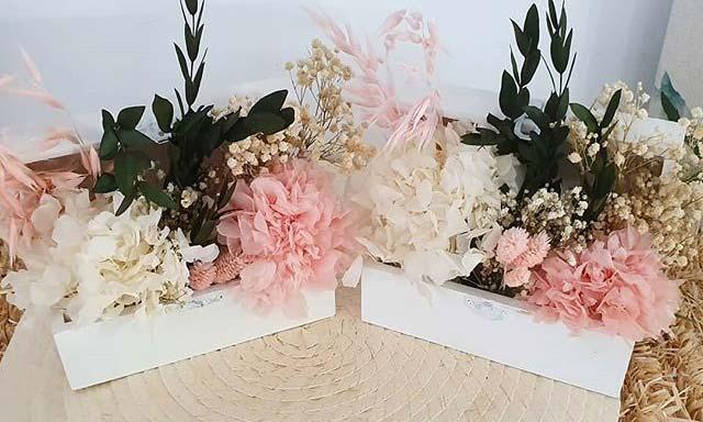réplica ramo de flores preservadas en baúles