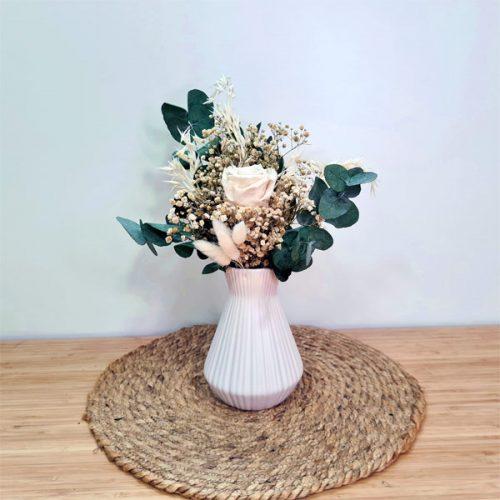 jarron de ceramica nordic con flores preservadas