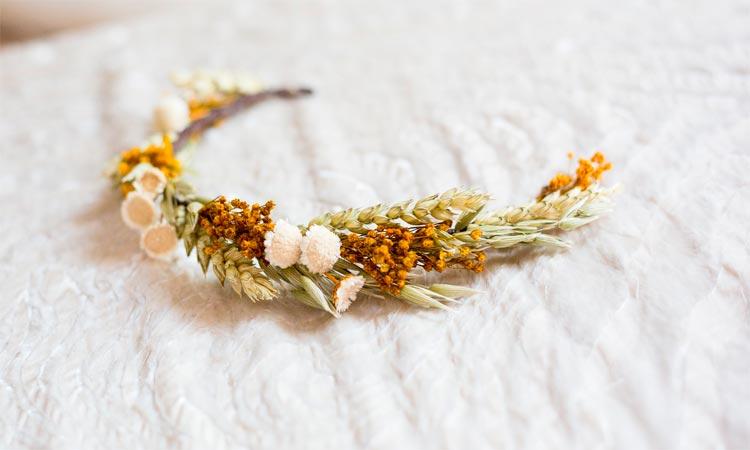 tocado para novia de flores preservadas