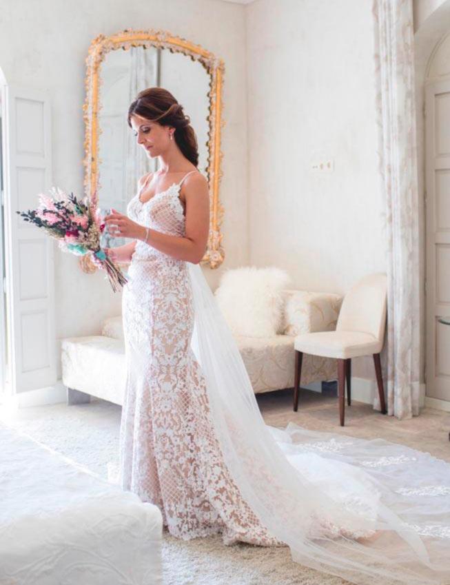 posado de novia en habitación