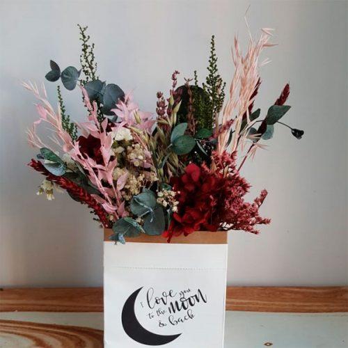 detalle flores preservadas caja de papel