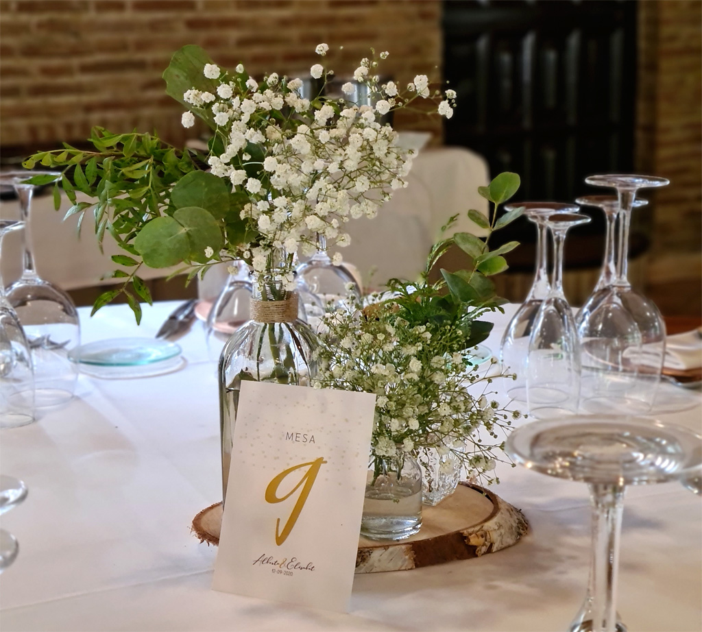 Centro de mesa para bodas al aire libre