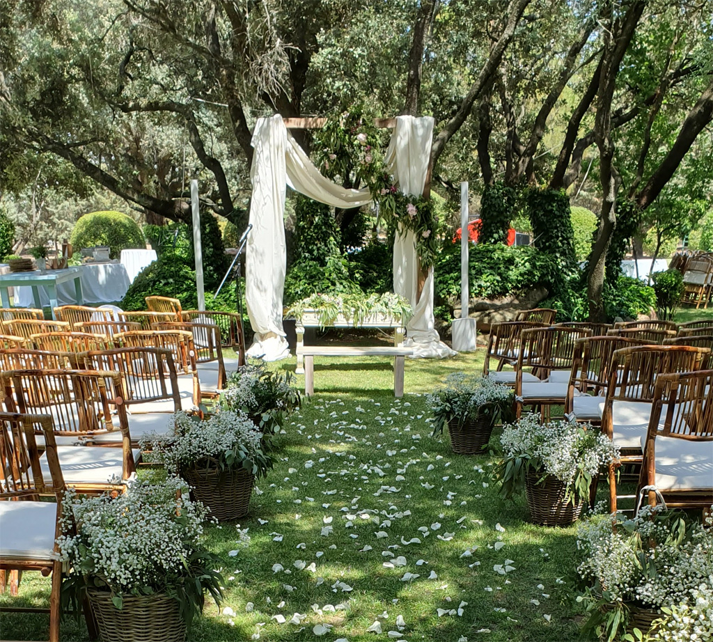 Pasillo de boda al aire libre