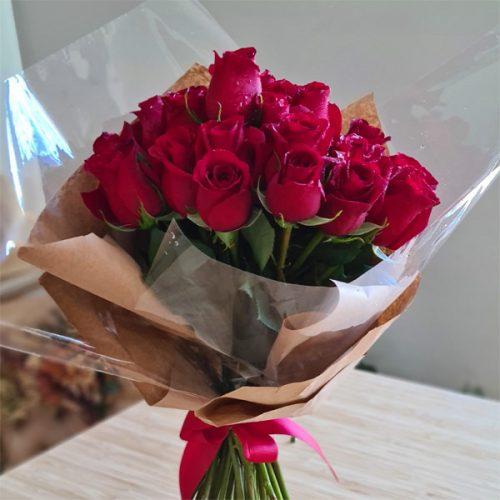 detalle ramo de 20 rosas naturales