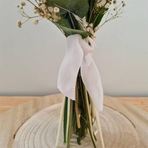 ramillete de flores en tonos blancos