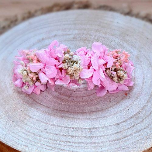 tocado de flores preservadas para niña