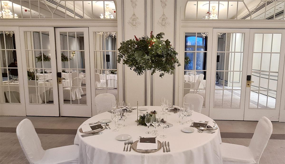 diseño de centro de mesa en boda en el hotel palace de madrid