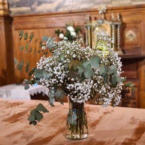 flores en la iglesia de el cristo de el pardo