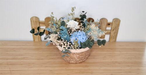 centro de flores azules