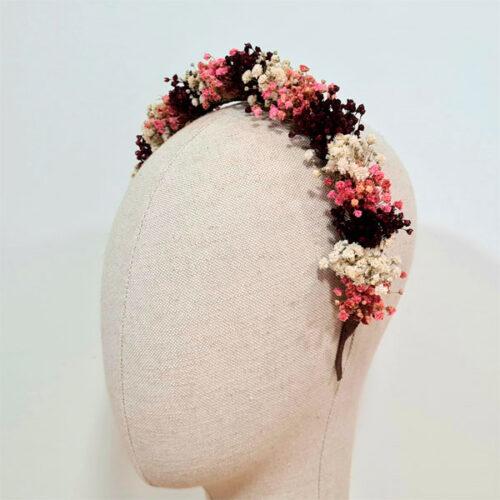 diadema de flores para boda en tono burdeos