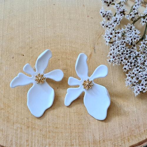 pendientes de flores blancas para bodas