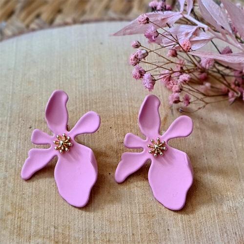 pendientes de flores rosas para eventos