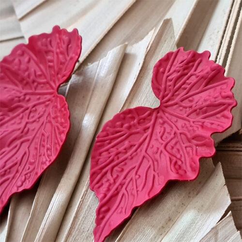 pendientes rojos con forma de hoja para bodas
