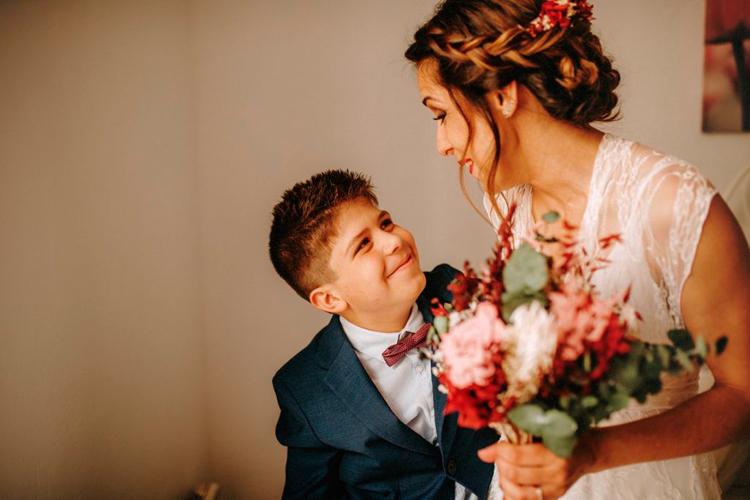 complicidad con hijo de madre que se casa
