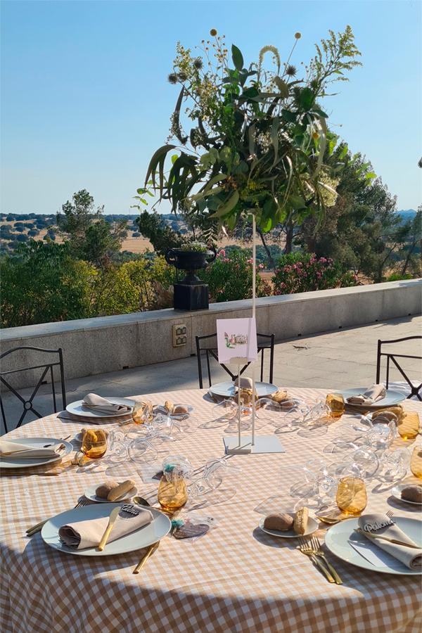 diseño de centro de mesa para boda