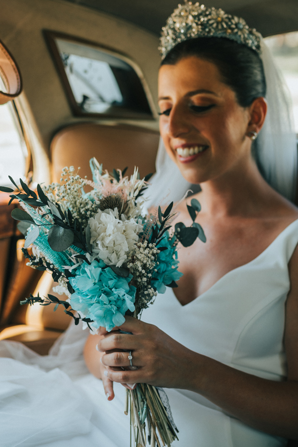 novia con ramo de novia de flores preservadas