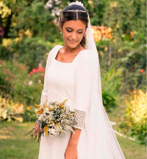 novia con flores preservadas