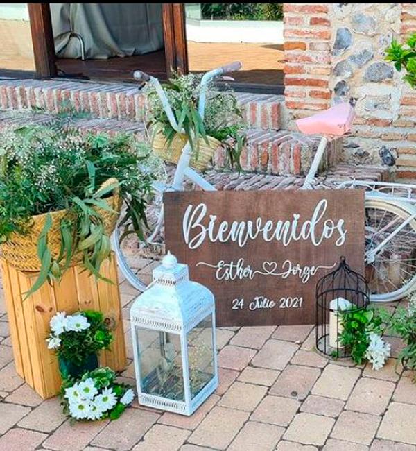 rincon de bienvenida en boda en jardin